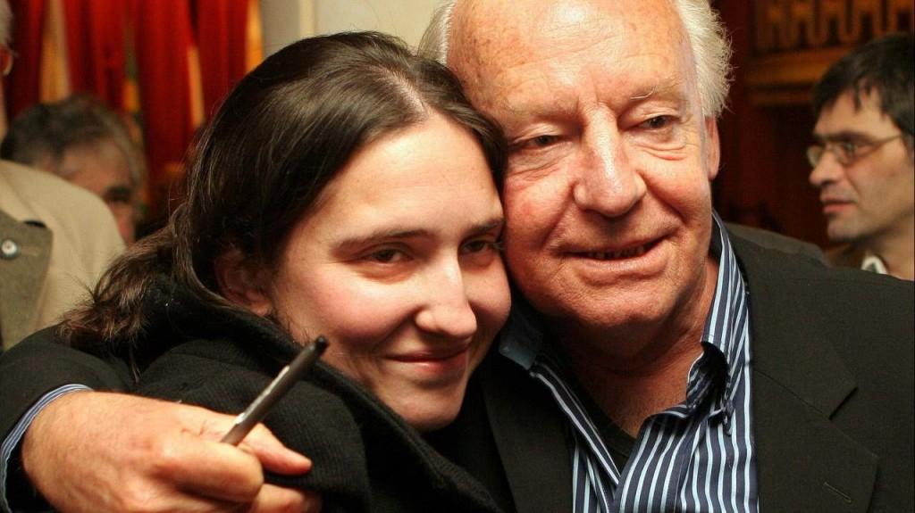 Eduardo Galeano junto a la nieta recuperada Macarena Gelman.