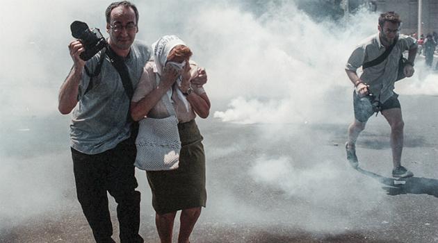 reprimieron a las madres de plaza de mayo 2001