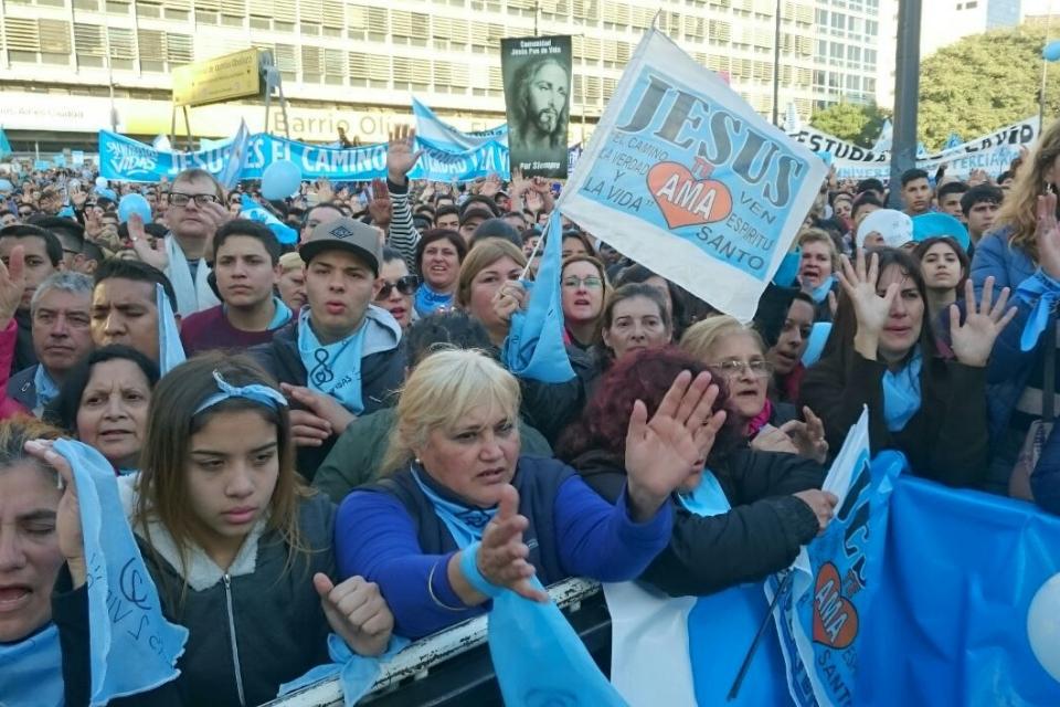Dios al poder: El avance de las iglesias evangélicas en Argentina