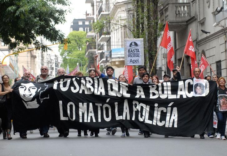movilizacion-familiares-de-walter-y-de-otras-victimas-del-aparato-policial-se-concentraron-en-los-tribunales-de-la-calle-paraguay-0833-g1