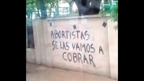 """La campaña """"anti aborto"""": los ataques contra el derecho a decidir"""